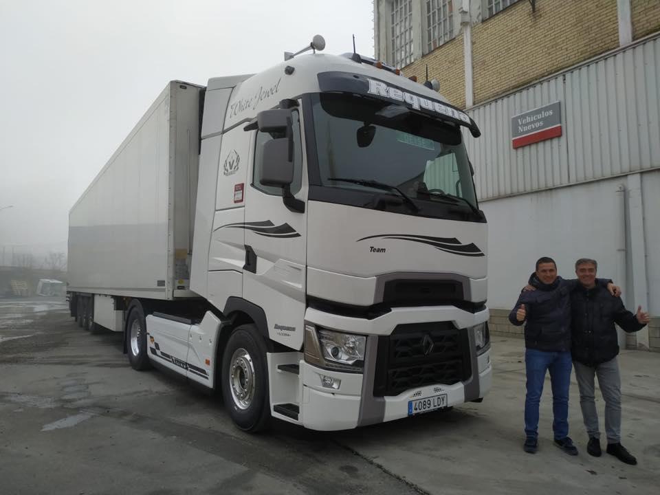 Entrega de vehículo a la empresa José Requena Molina