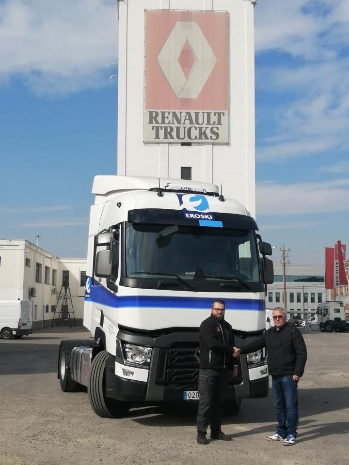 Nueva entrega en Lleida a nuestro cliente A. Navarro, de este estupendo Renault T460
