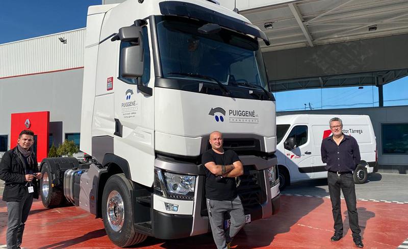 Entrega de un fabuloso Renault Trucks T520 Highcab a Transportes Puiggene Mestres